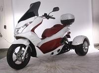 Q6                   trike 50cc Red ana white